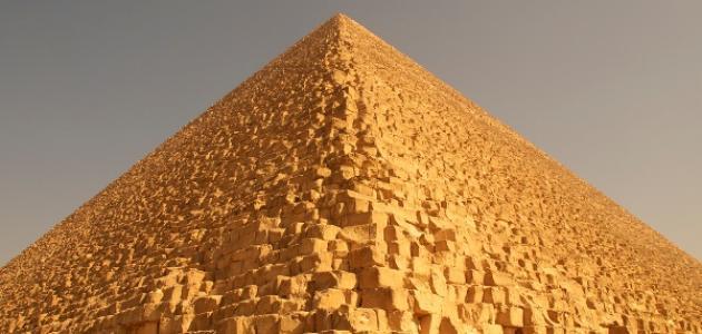 صورة الأهرامات المصرية وكيف بنيت