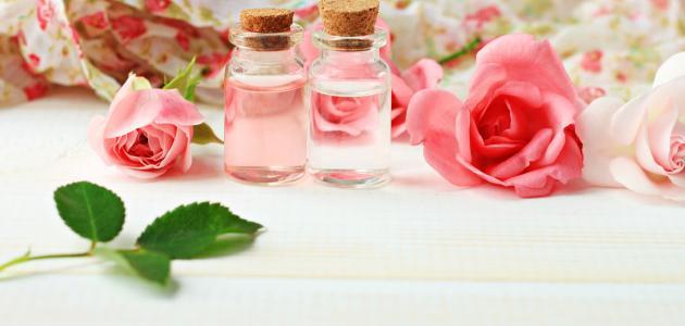 صورة فوائد ماء الورد للوجه قبل النوم