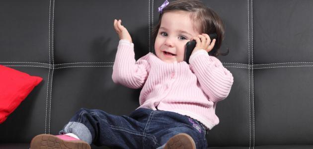صورة جديد في أي عمر يتكلم الطفل