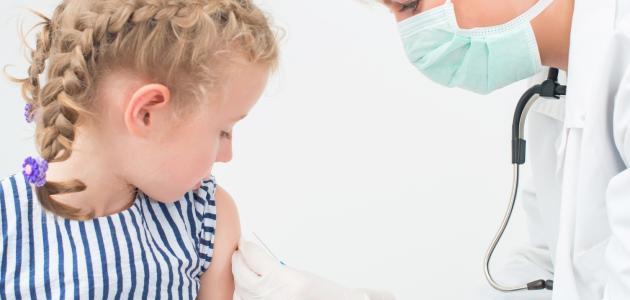 صورة جديد تطعيم طفل السنة ونصف
