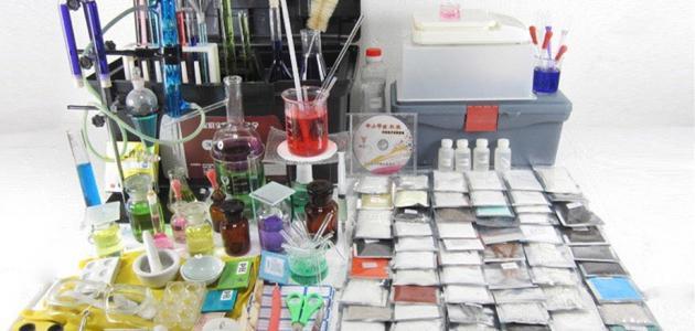 صورة جديد أدوات مختبر الكيمياء