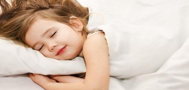 صورة جديد كيف ينام الطفل مبكراً