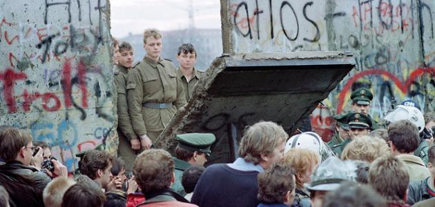 صورة جديد متى سقط جدار برلين