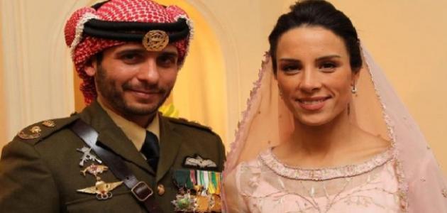 صورة جديد الأمير حمزة وزوجته