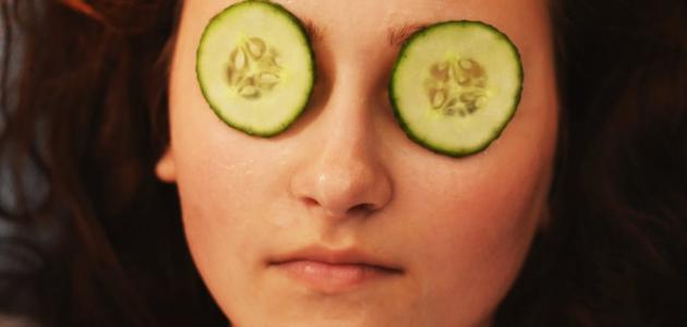 صورة جديد فوائد وضع الخيار على العين