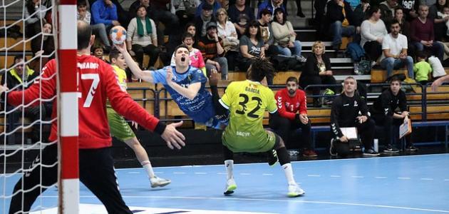 صورة جديد كم لاعب في كرة اليد
