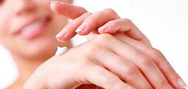 صورة جديد كيفية ترطيب اليدين