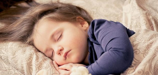 صورة جديد كيف ينام الطفل بسرعه