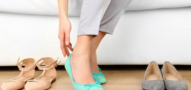 صورة طريقة توسيع الحذاء الضيق