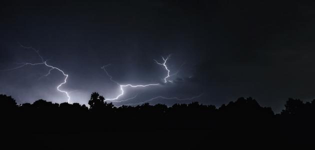 صورة كيف تحدث ظاهرة البرق