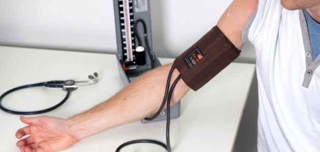 صورة طريقة قياس الضغط بالجهاز الزئبقي