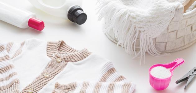 صورة كيفية إزالة الصمغ عن الملابس