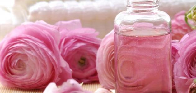 صورة فوائد ماء الورد للبشرة الدهنية