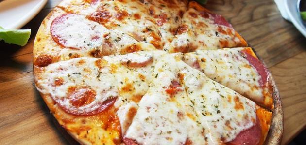 صورة طريقة عمل بيتزا بالزعتر