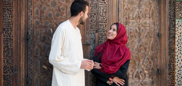 صورة كيف تكون معاملة الزوج لزوجته