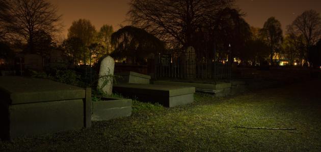 صورة حكم الصلاة في المقبرة