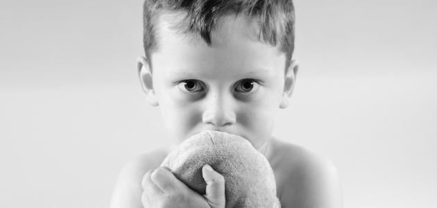 صورة ما هي علامات طفل التوحد