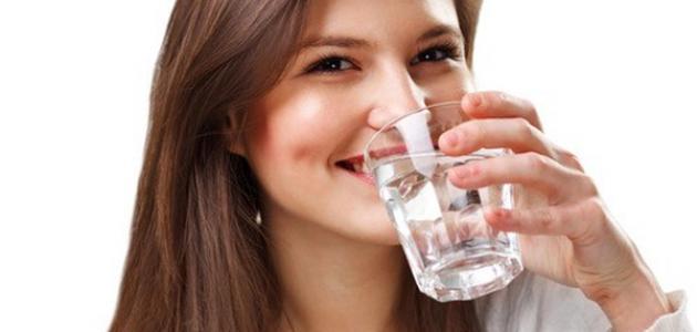 صورة فوائد شرب الماء على الريق صباحاً