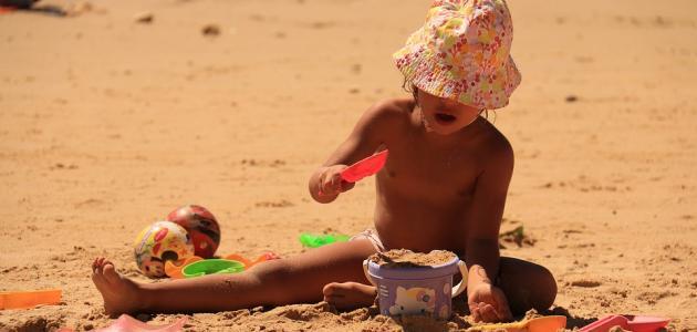 صورة ما هي فوائد اللعب بالرمل للطفل