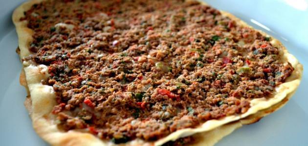 صورة لحم بعجين تركي
