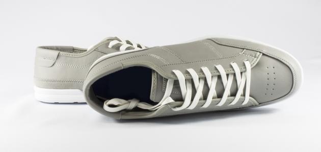 صورة طرق توسيع الحذاء الضيق من الأمام