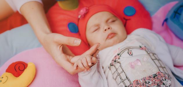 صورة كيف أتعامل مع طفلي الرضيع كثير البكاء