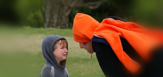 صورة كيف أتعامل مع طفلي يضرب الأطفال