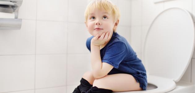 صورة كيفية تعويد الأطفال على دخول الحمام