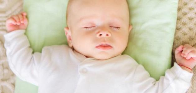 صورة طريقة تنويم الطفل الرضيع