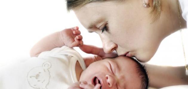 صورة هل البكاء مفيد للطفل الرضيع