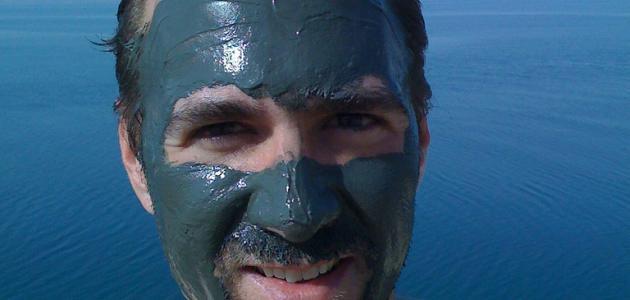 صورة فوائد طين البحر الميت للبشرة الدهنية