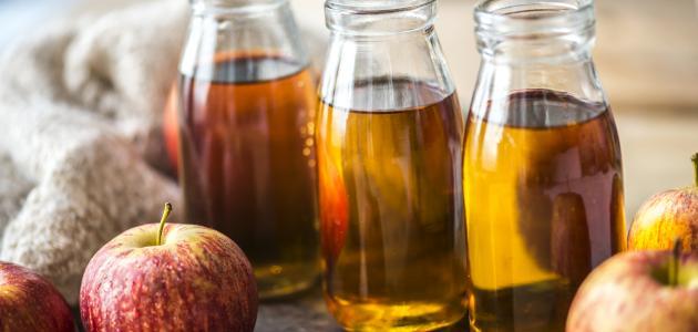 صورة كيفية وضع خل التفاح على الشعر