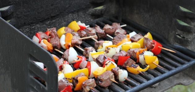 صورة طريقة شوي لحم الغنم على الفحم