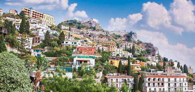 صورة مدينة جبلية عربية