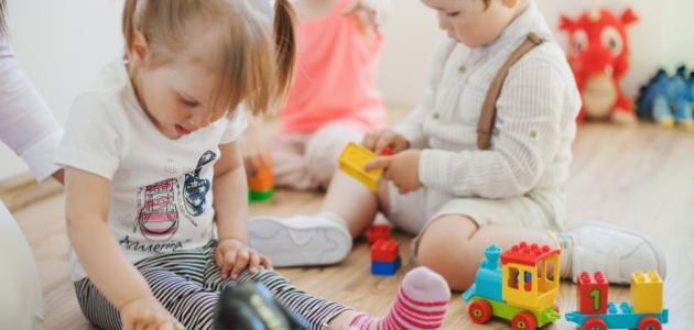 صورة مفهوم داخل وخارج في رياض الأطفال