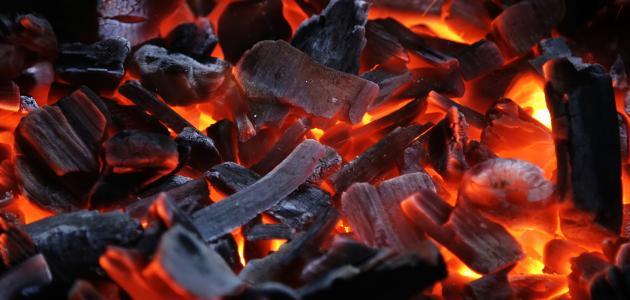 صورة طريقة إشعال الفحم بسرعة