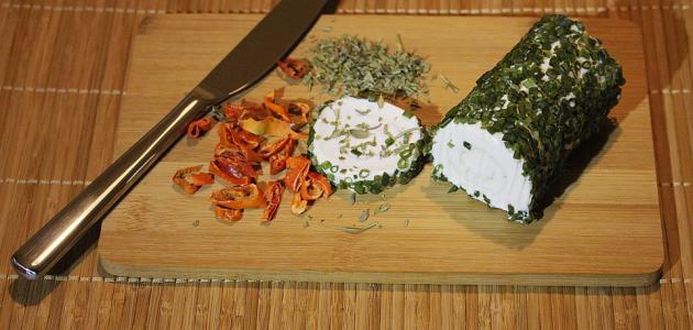 صورة صنع الجبن من حليب الماعز