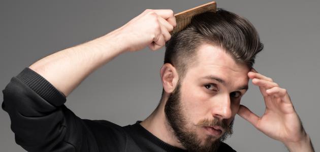 صورة طريقة فرد الشعر للرجال