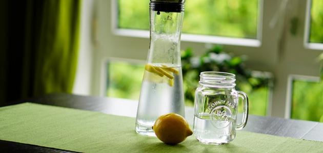 صورة فوائد شرب الليمون علي الريق