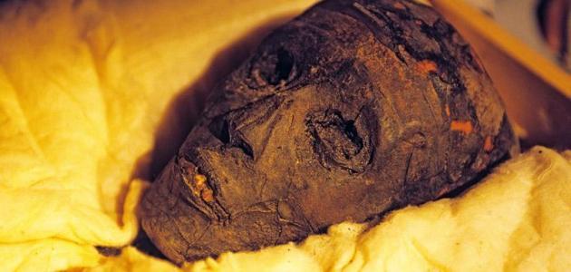 صورة كيف مات توت عنخ آمون