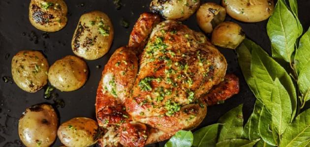 صورة طريقة تبهير الدجاج بالفرن