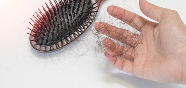 صورة ما هو المعدل الطبيعي لتساقط الشعر يومياً