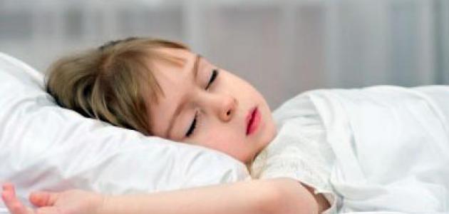 صورة كيف أجعل طفلي ينام مبكراً